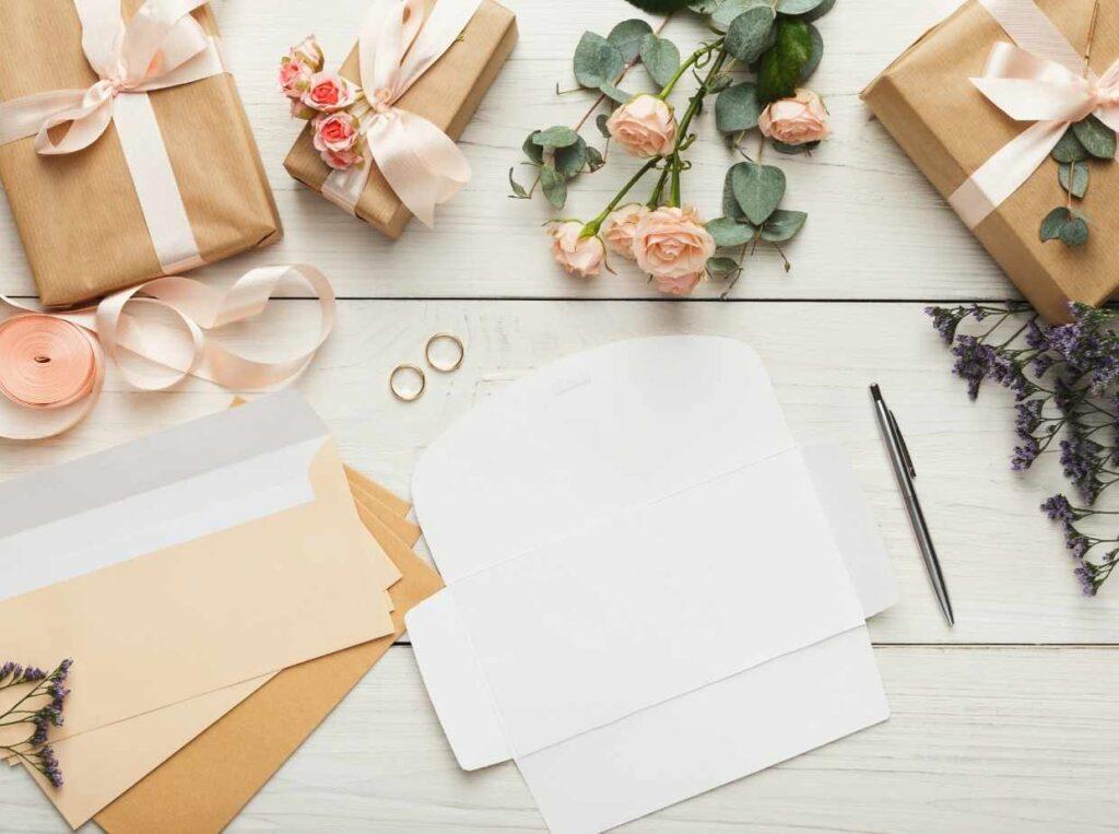【オンライン結婚式】紙の招待状にするメリット・デメリット