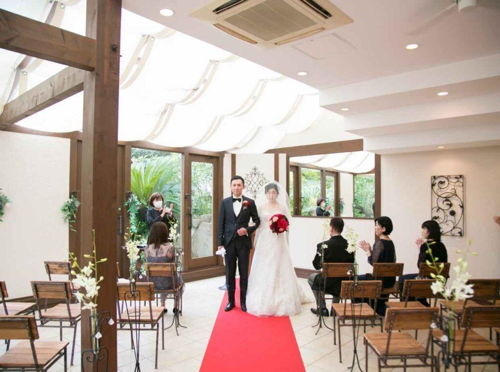 結婚式場の感染症予防対策の内容を知ることで、延期するか実施するかを決める手がかりになる