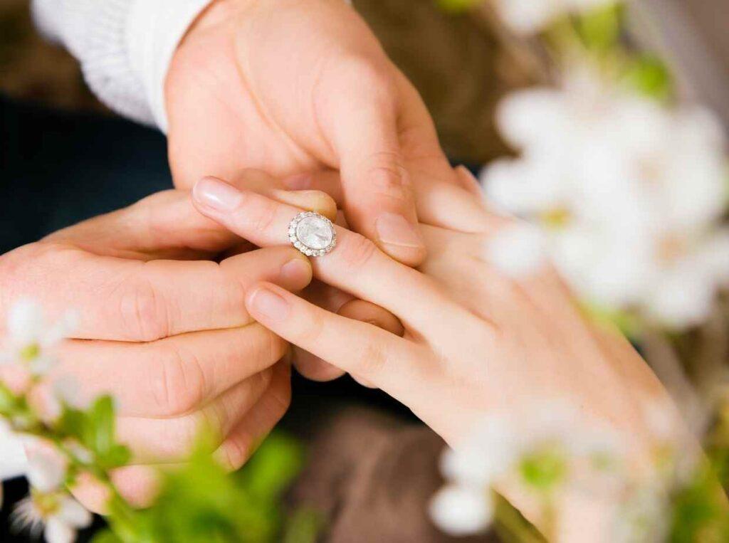 入籍・結婚するなら知っておきたい費用:婚約・プロポーズ編
